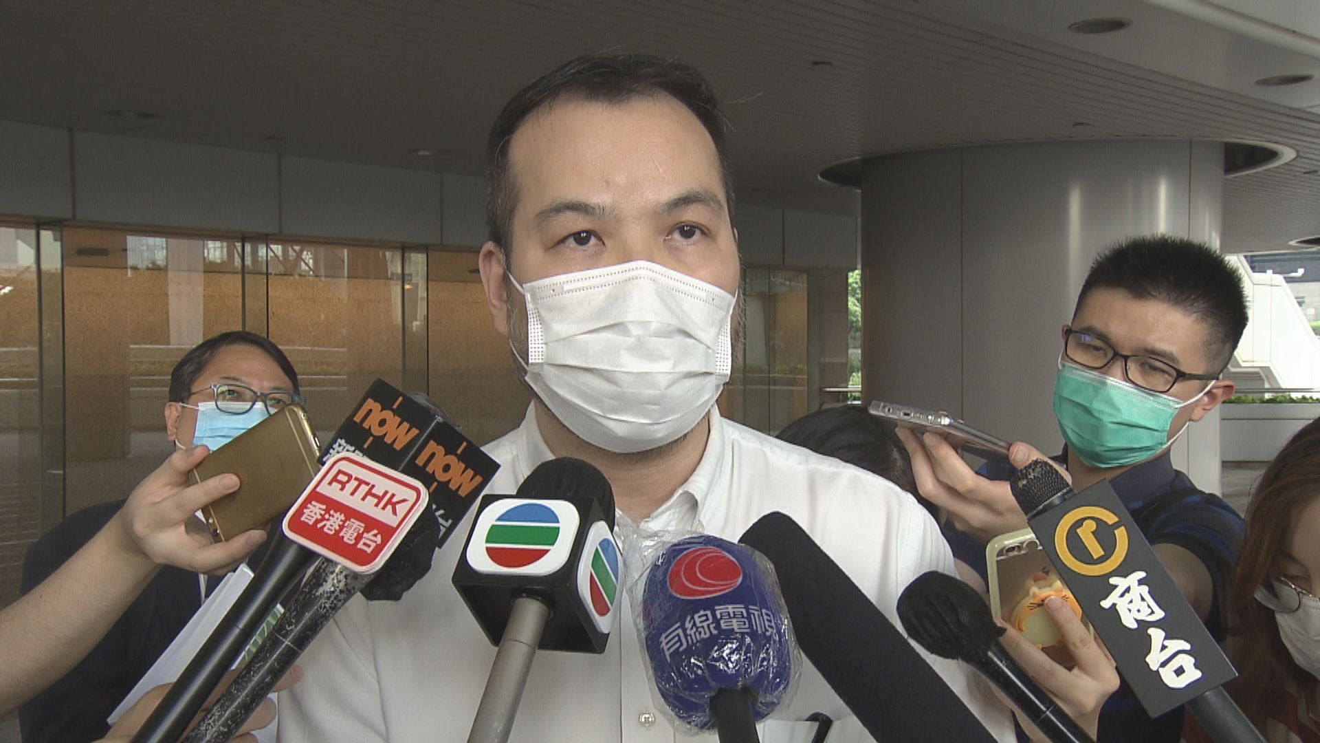 消息:行會通過建議全體公務員凍薪