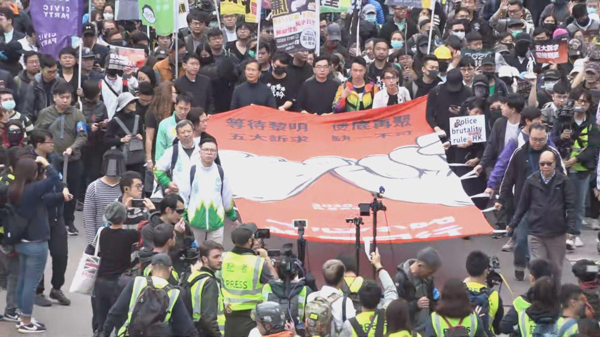 民陣遊行提早出發 市民批警隊濫暴不應加薪