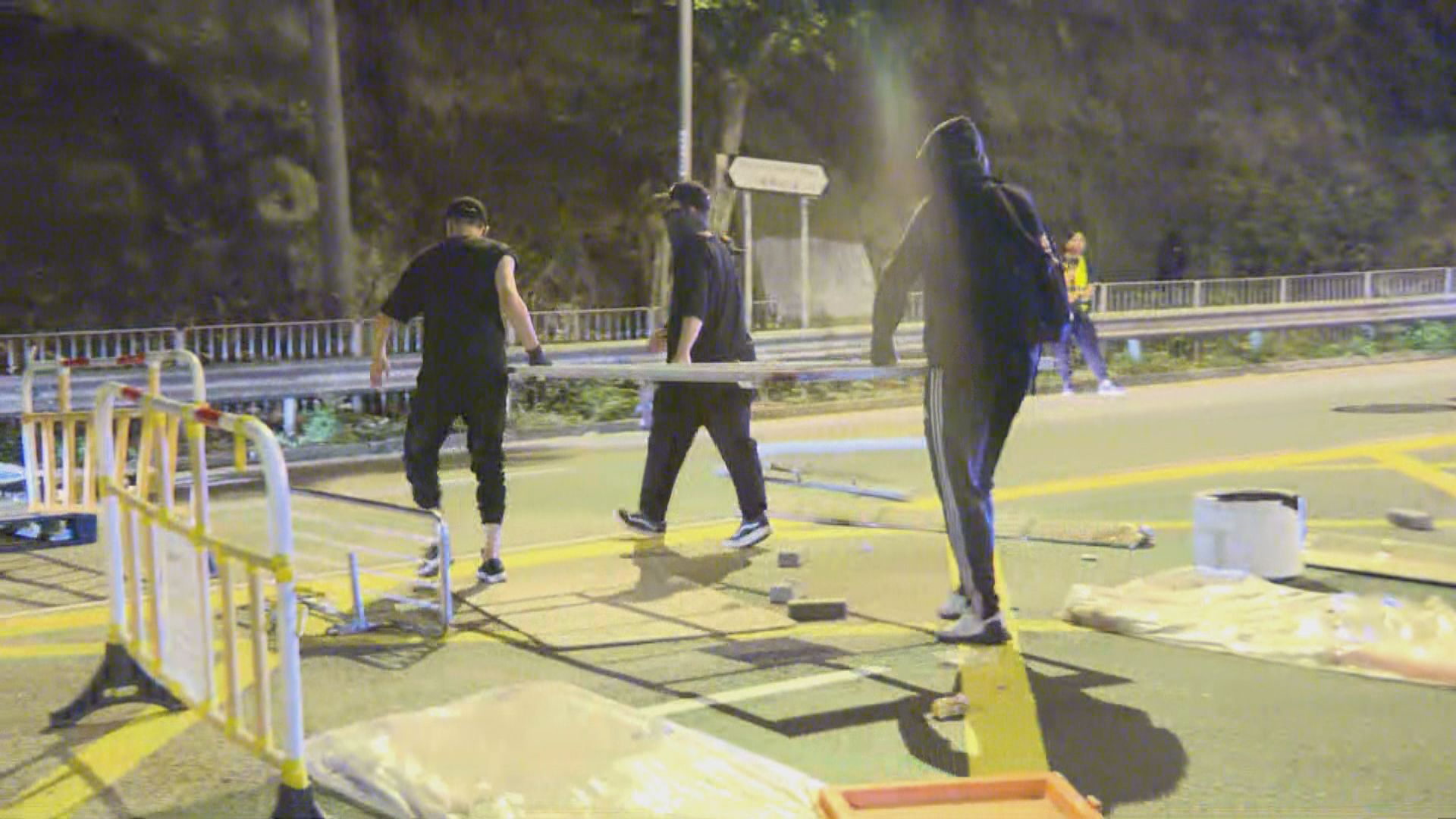 黃大仙有人堵路反對東九龍診所被劃作指定診所
