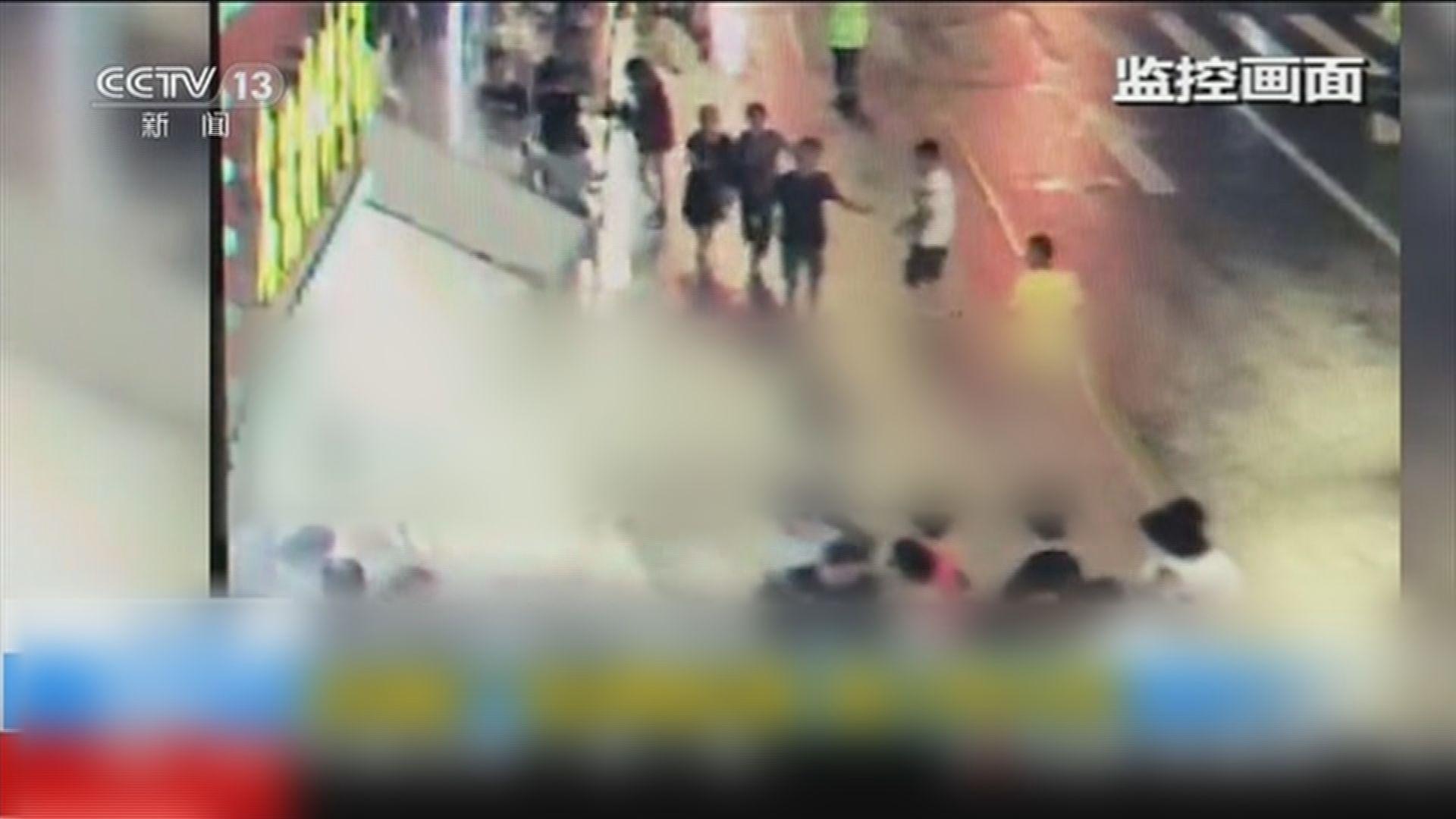 上海商店招牌倒下壓死三人