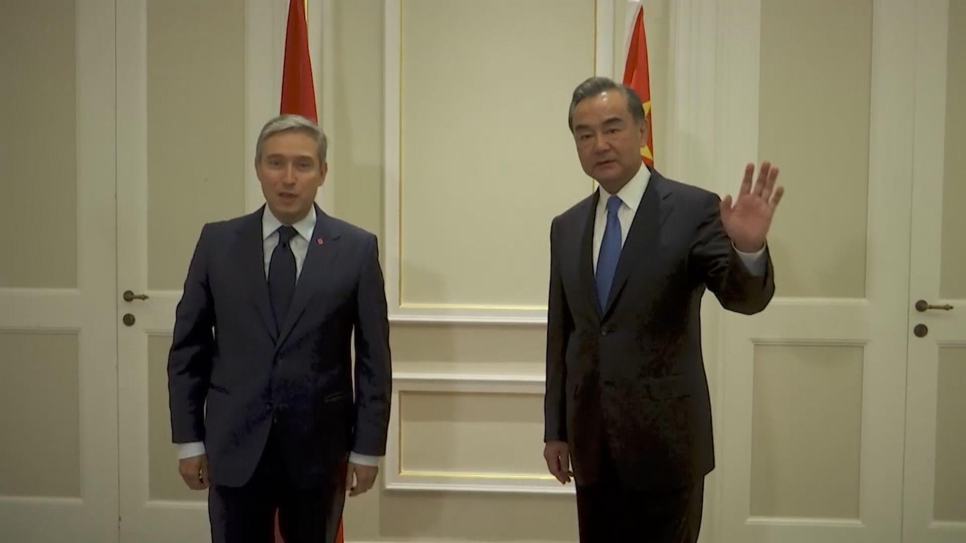王毅與加拿大外長商鵬飛在羅馬會晤