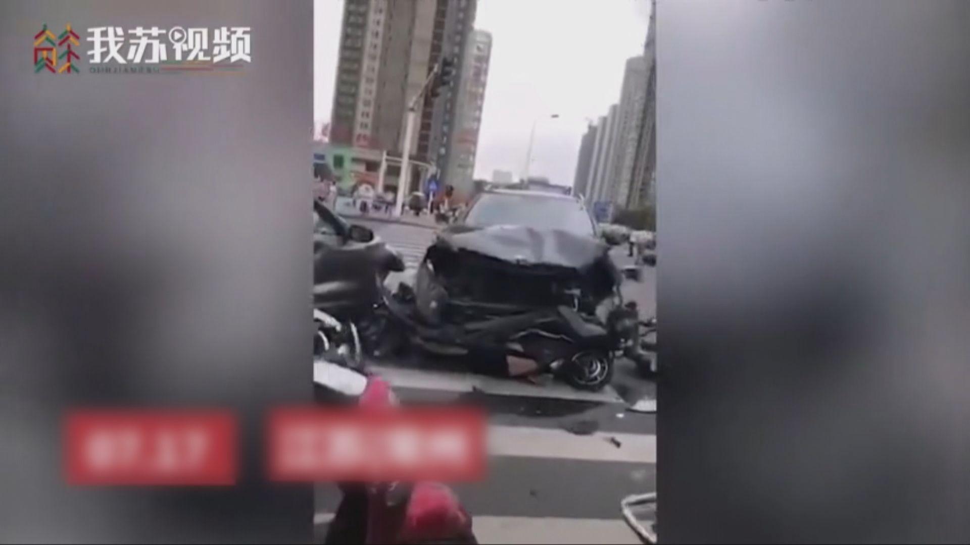江蘇有私家車連撞多車釀成三死十傷
