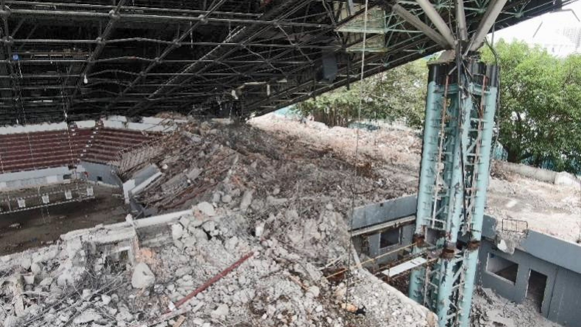 深圳體育館拆卸時倒塌三死五傷