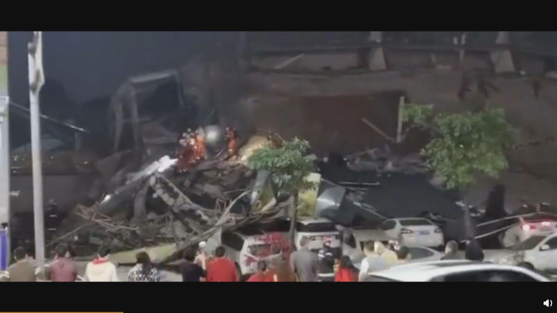 福建泉州一酒店全棟坍塌 多人被埋