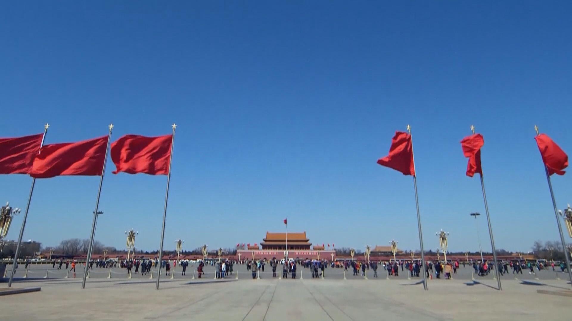 中共中央政治局會議:依法實施三孩生育政策