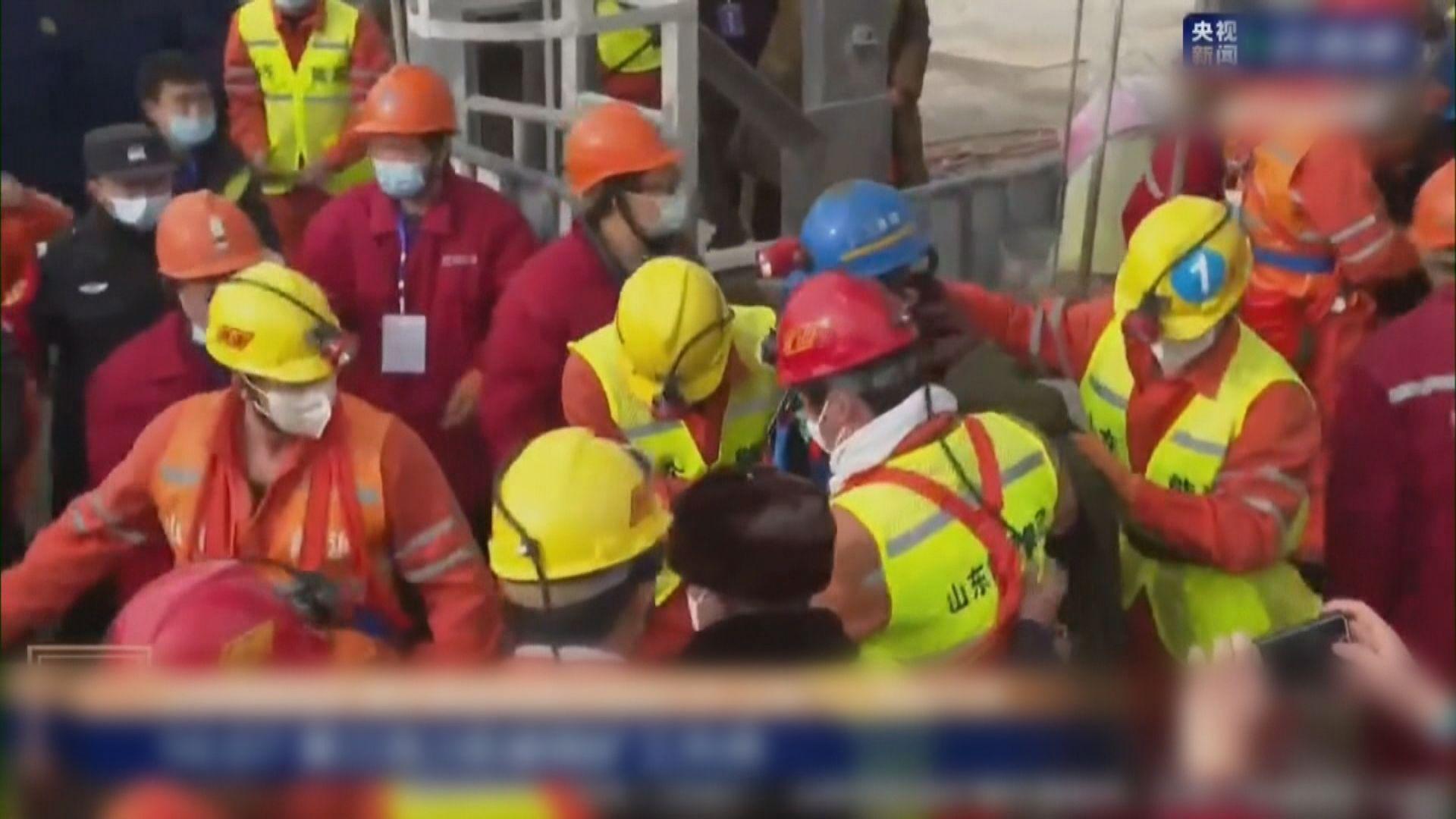 山東金礦爆炸事故 11名礦工被困14天後獲救