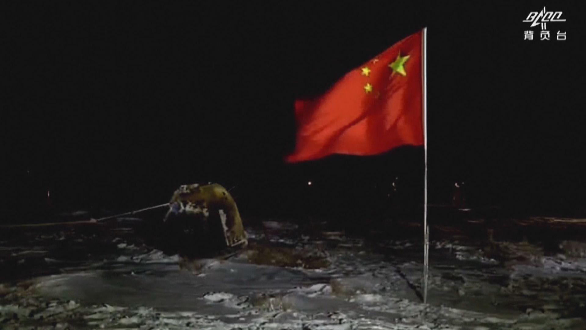 習近平祝賀嫦娥五號返回器在內蒙古安全著陸
