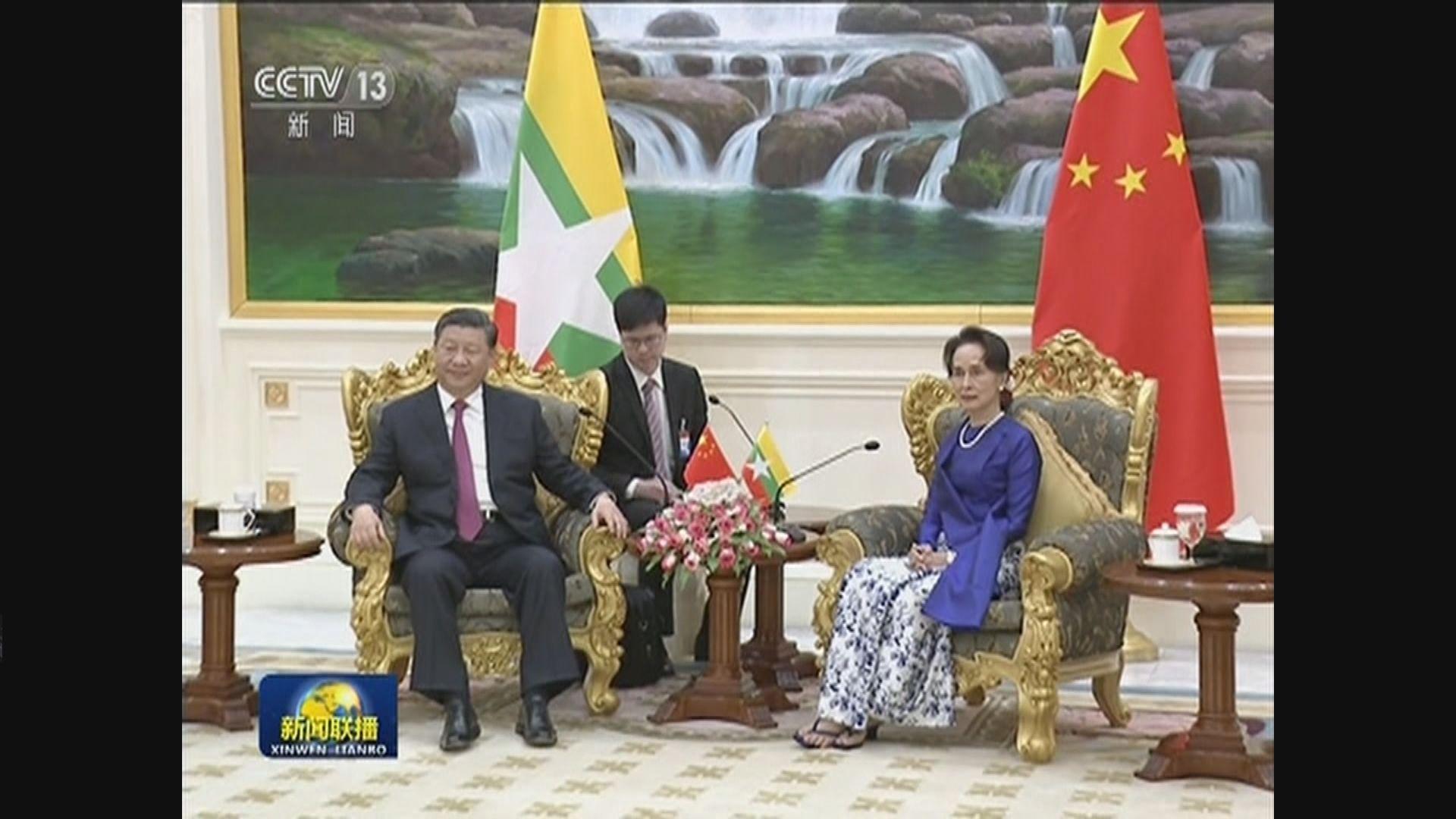 習近平與緬甸總統溫敏及國務資政昂山素姬會面