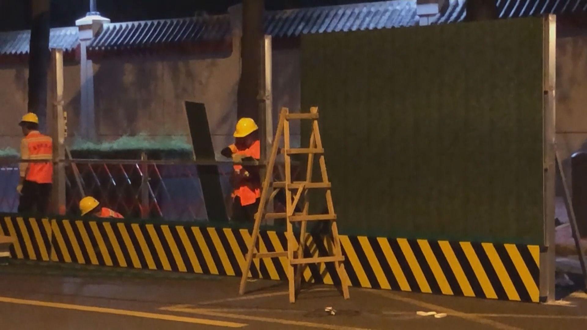 中方在前美國駐成都總領事館外加建圍欄