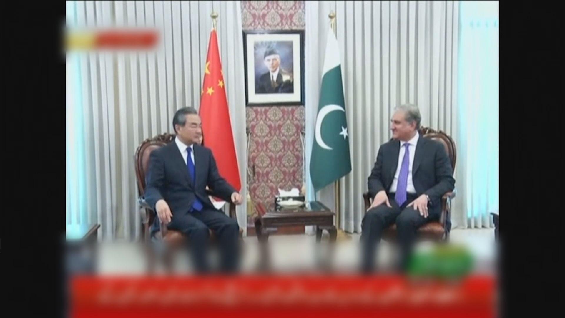 王毅到巴基斯坦出席中阿巴外長對話