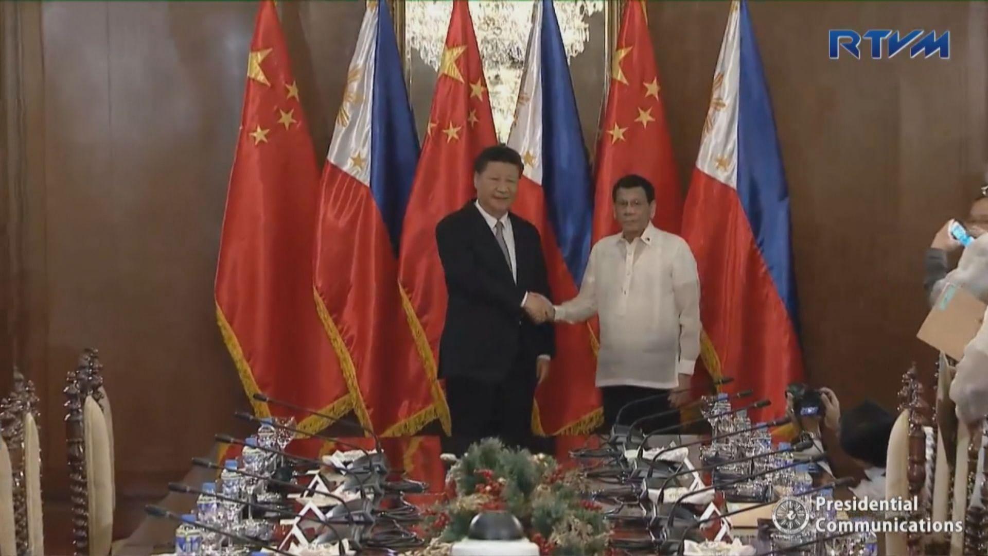 習近平與菲律賓總統杜特爾特會面