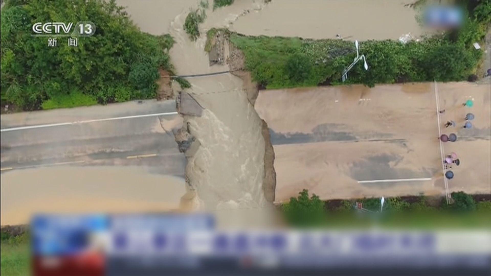 長江中下游安徽多條村遭洪水圍困