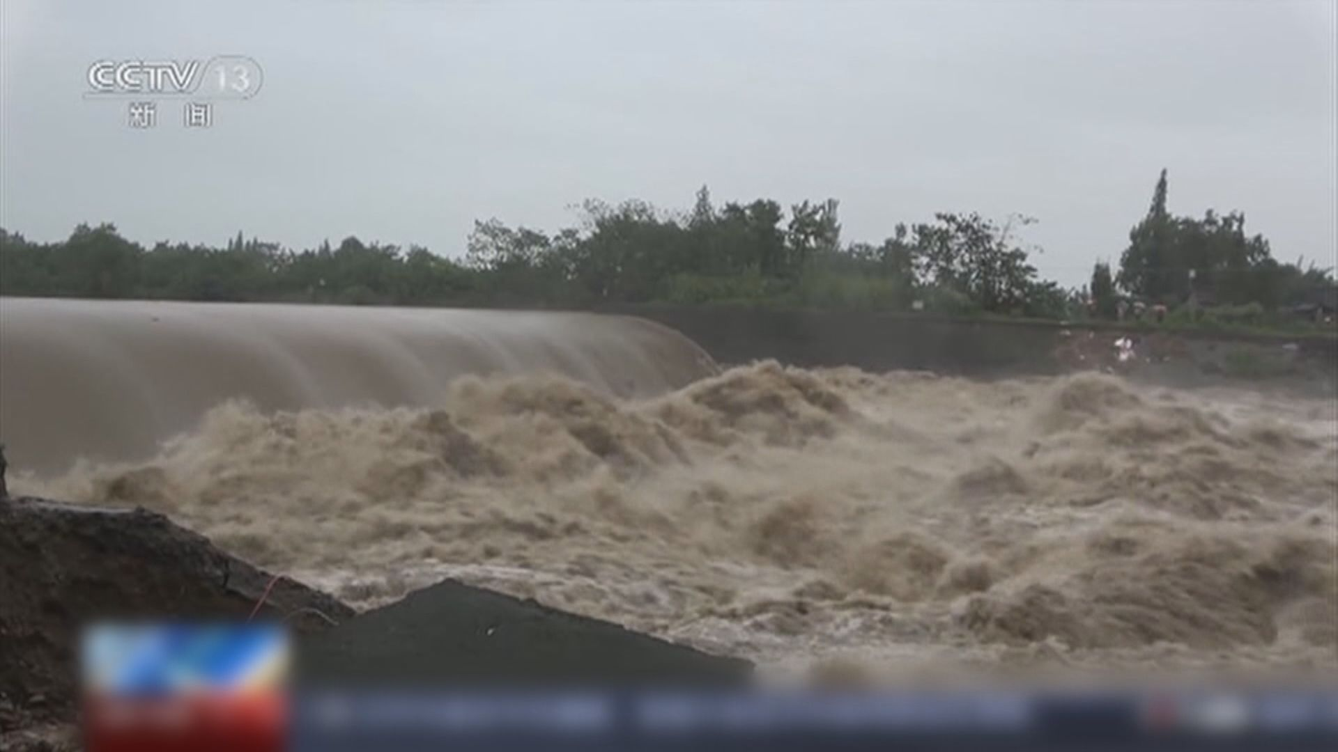 四川多地持續暴雨出現決堤等險情