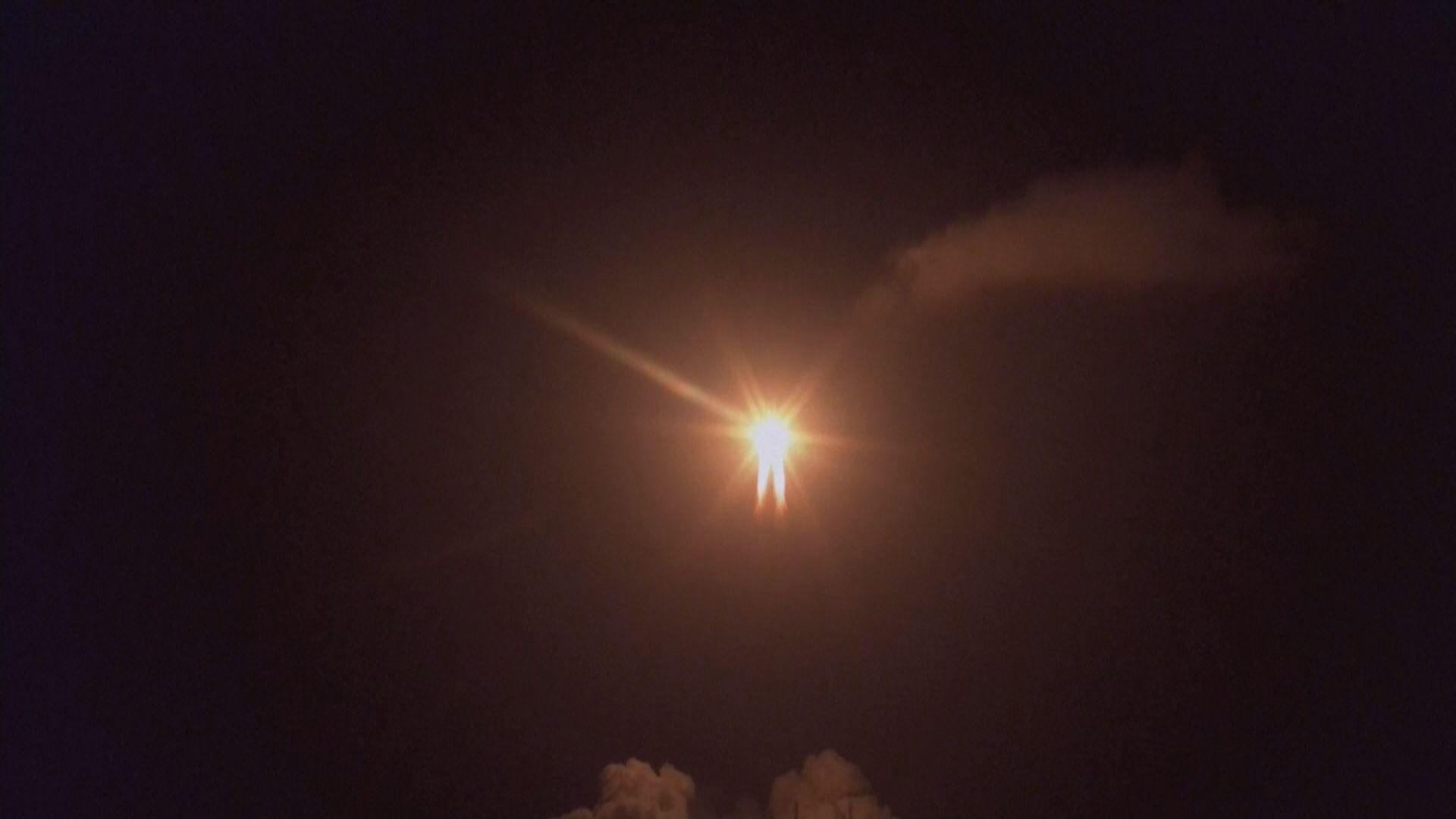 長征火箭搭載嫦娥五號探測器升空