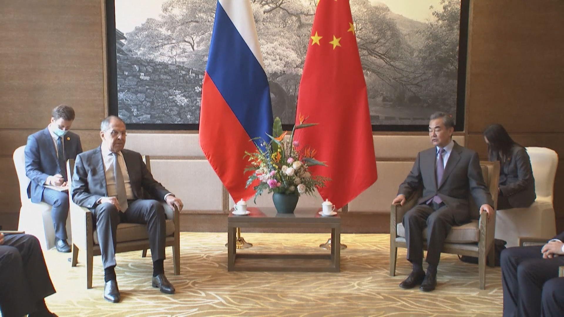 王毅與俄羅斯外長拉夫羅夫會面