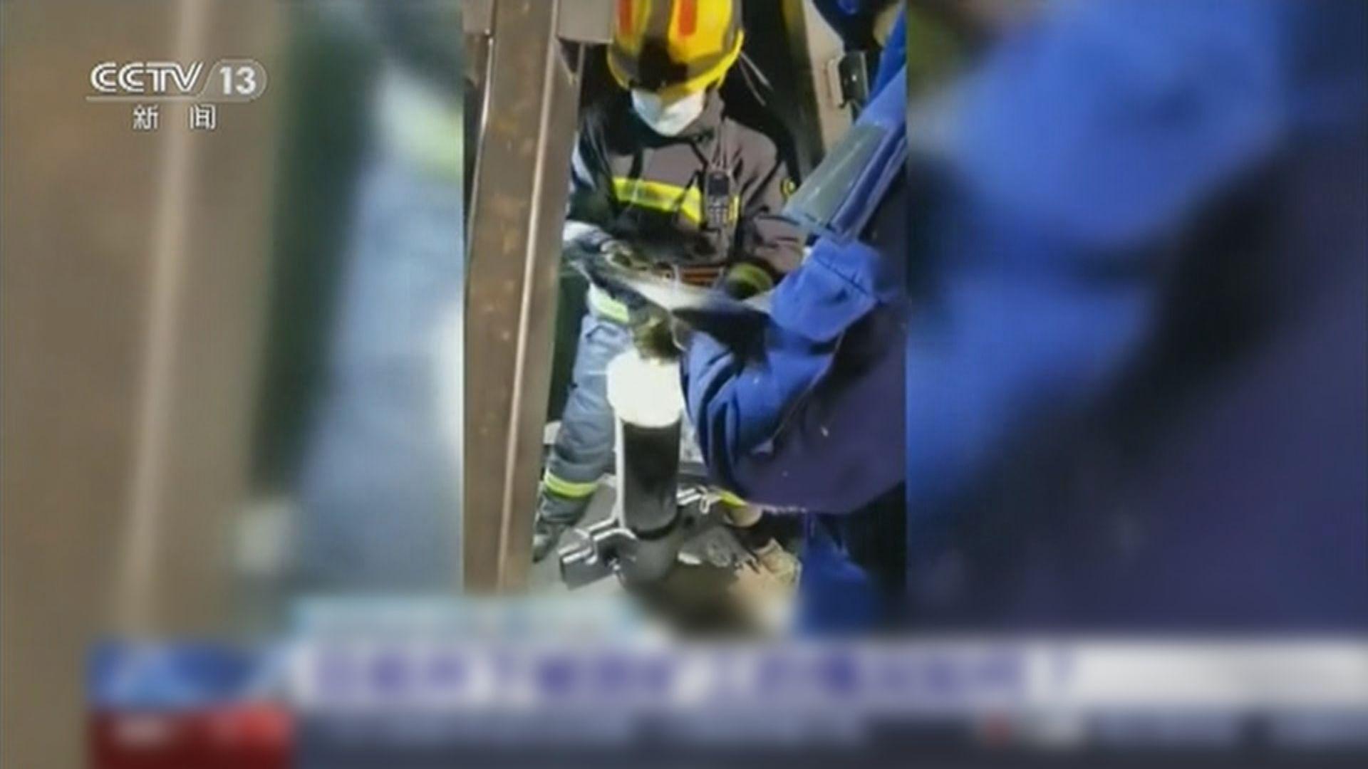 山東金礦爆炸 一名被困礦工頭部受傷昏迷