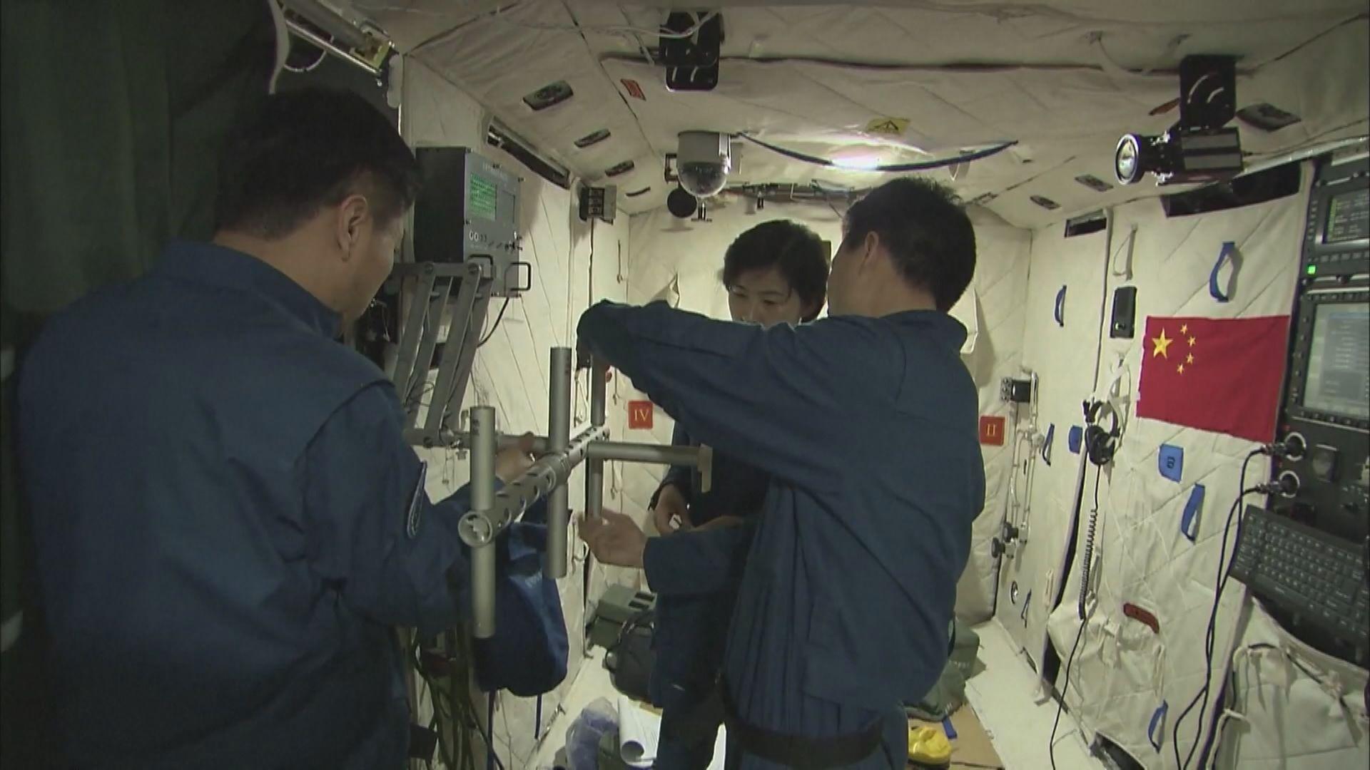 神舟十二號抵發射區 月内將載三人上太空站駐留三個月