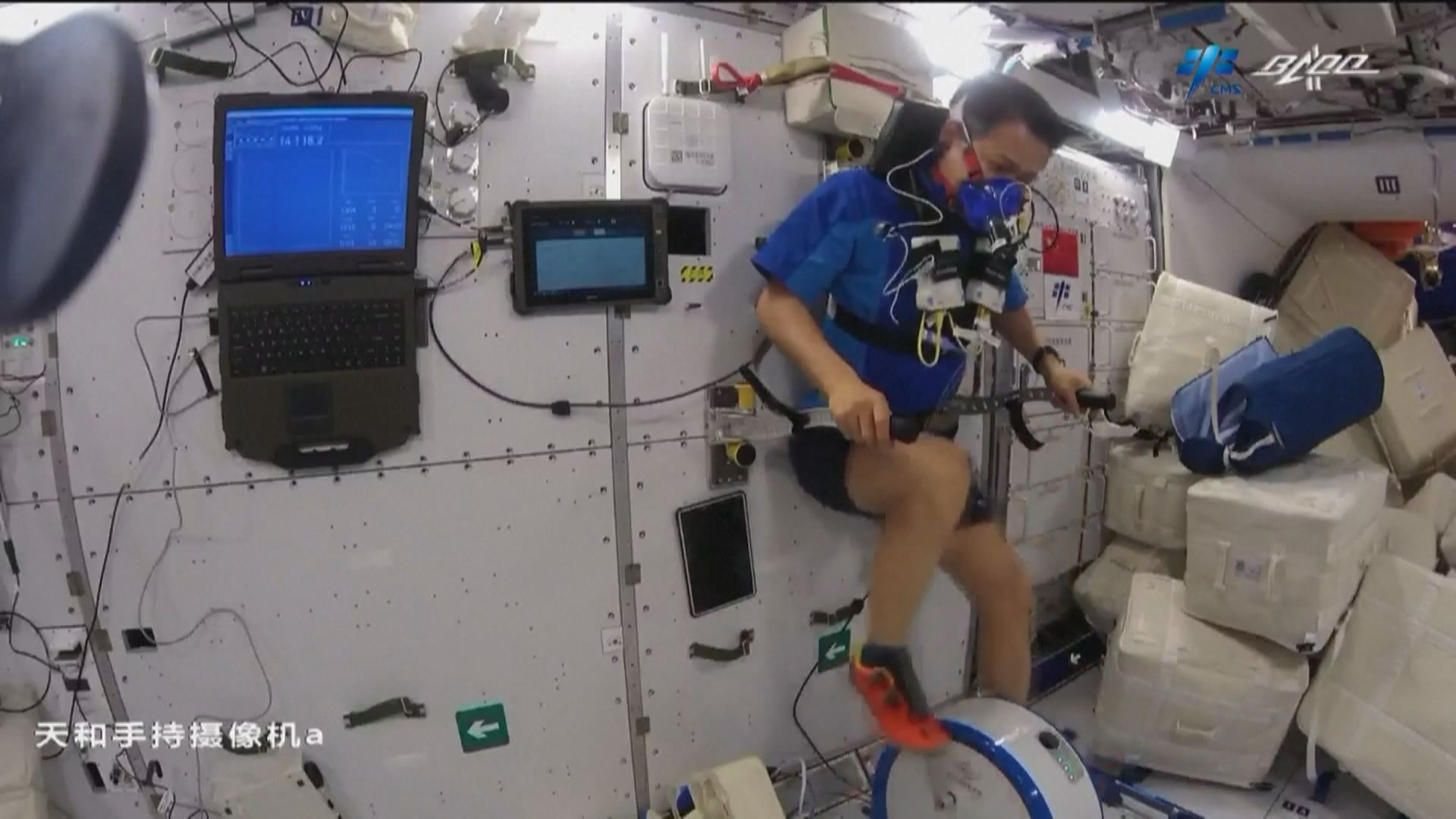 神舟十二號太空人展開醫學實驗 互相幫忙做身體檢查