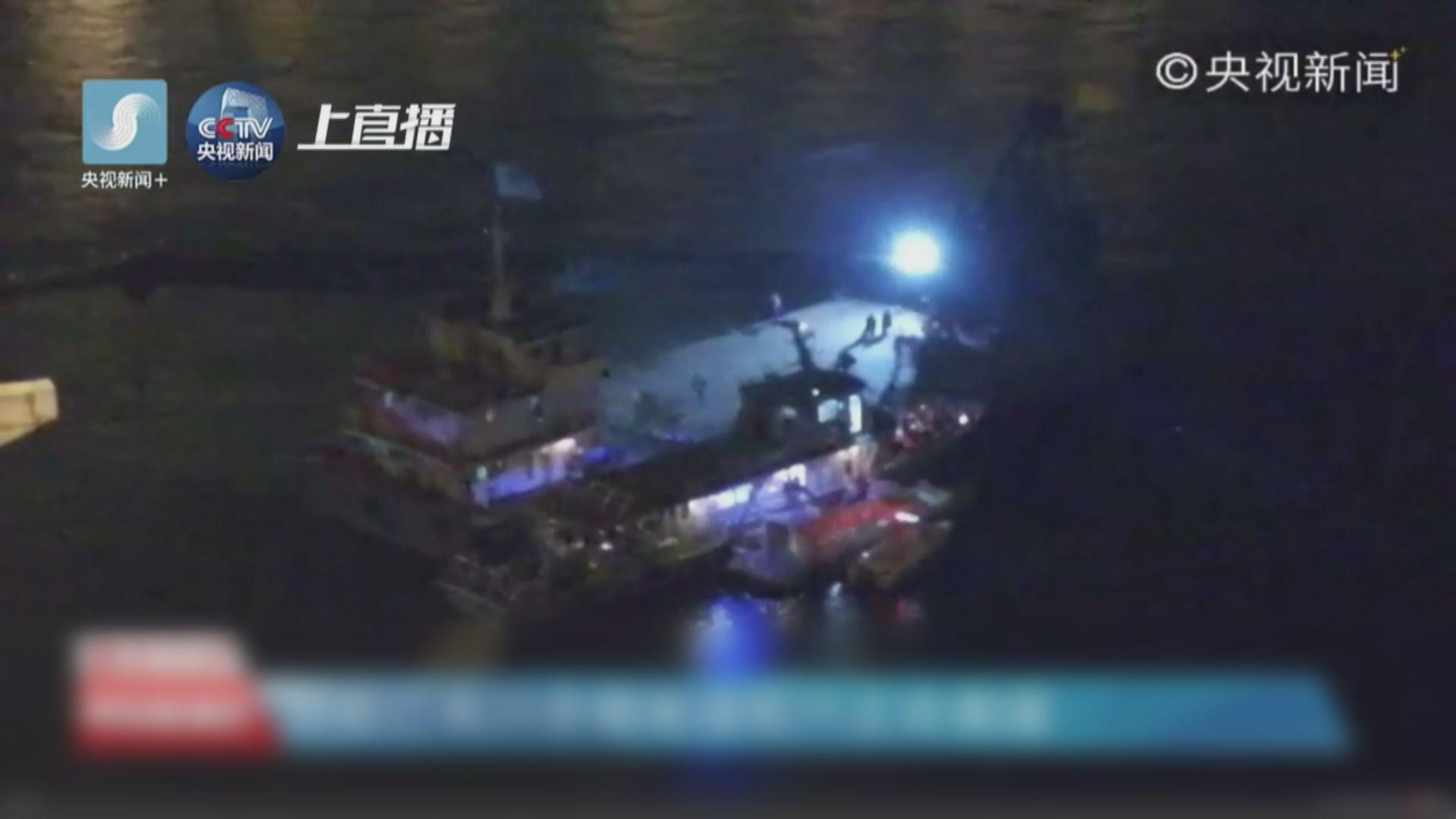 當局確認重慶墜江巴士先越過中線撞私家車