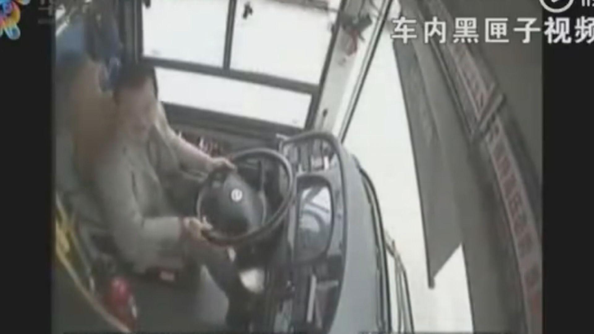 重慶巴士墮江原因涉司機乘客爭執