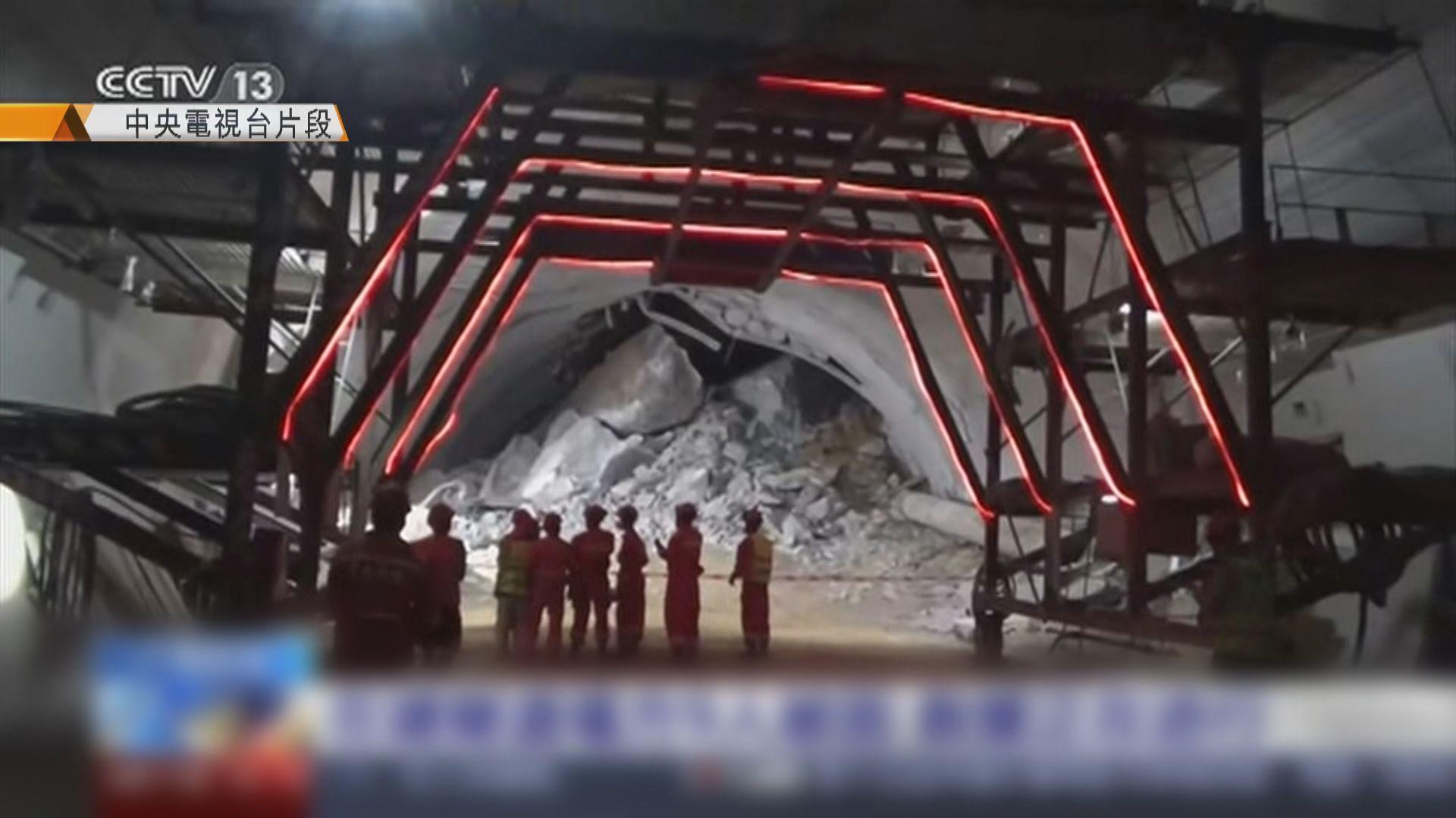 廣西隧道岩石倒塌9人被埋