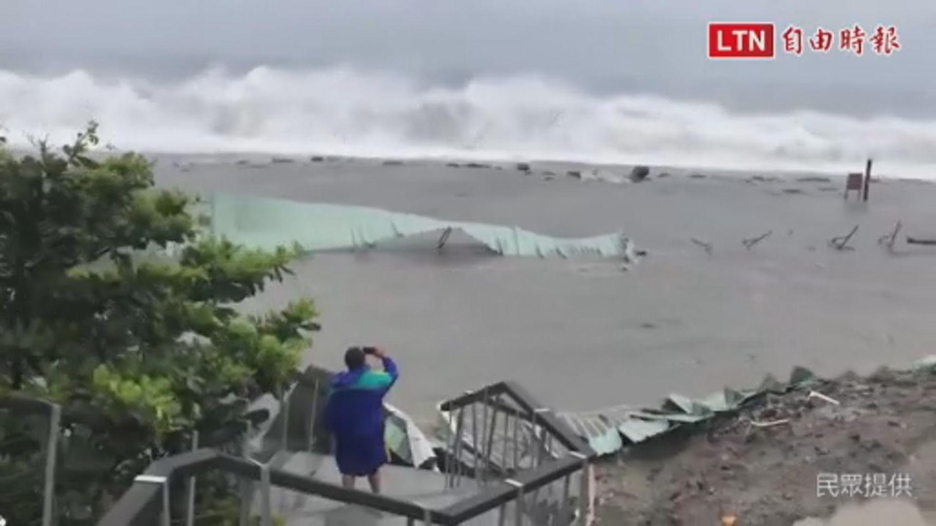 受山竹環流影響台灣沿海風浪大