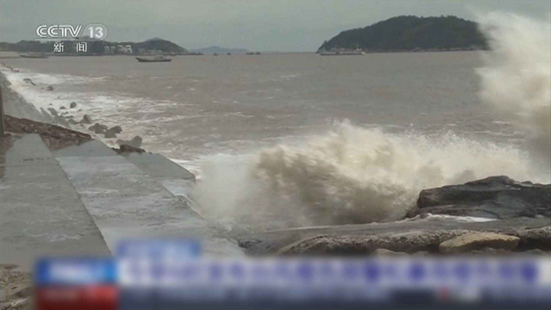颱風煙花來襲 浙滬等地持續有大風雨上海航班全取消
