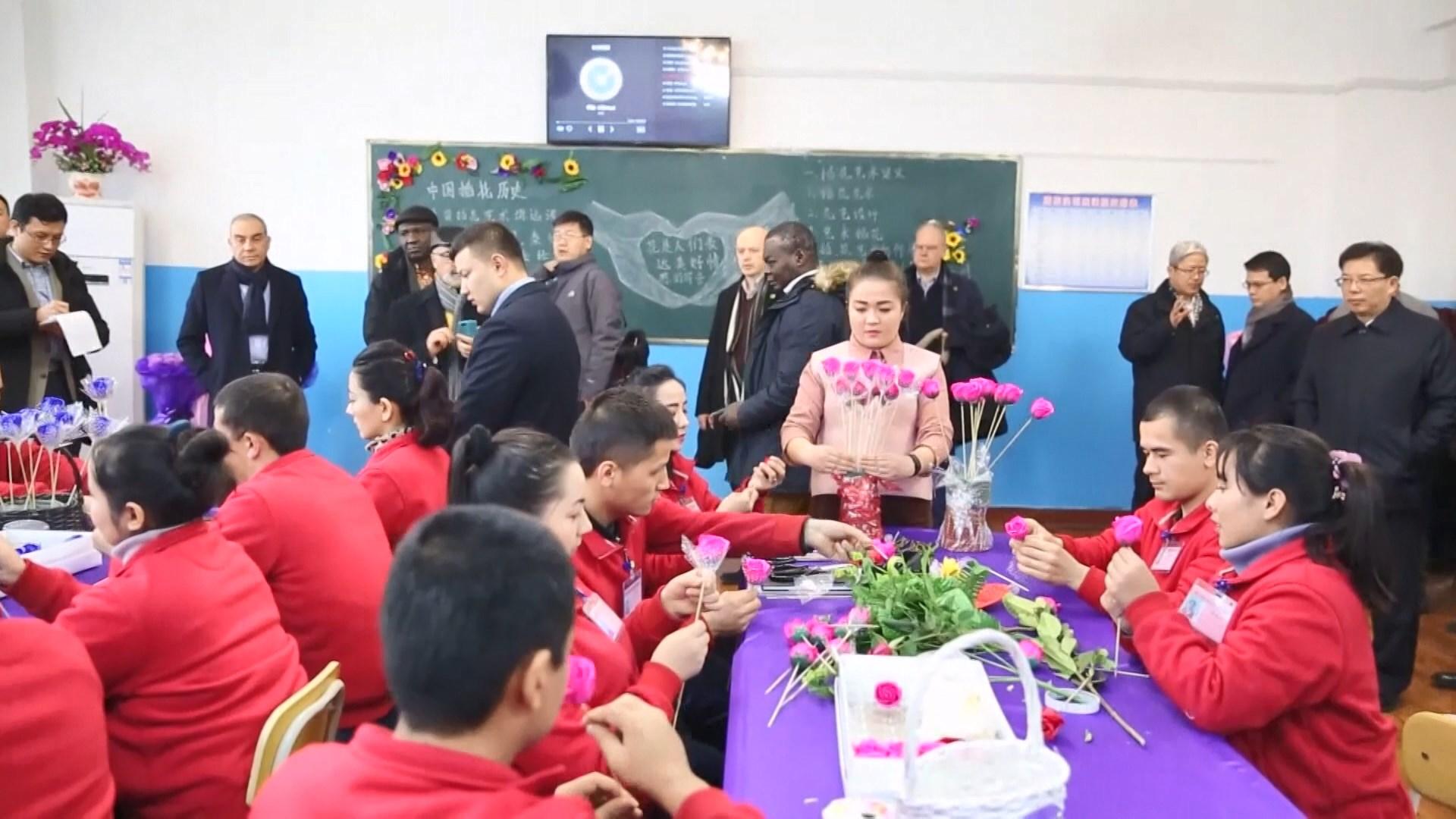 北京擬邀駐華大使三月底訪新疆