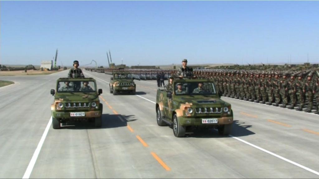 解放軍首次沙場閱兵