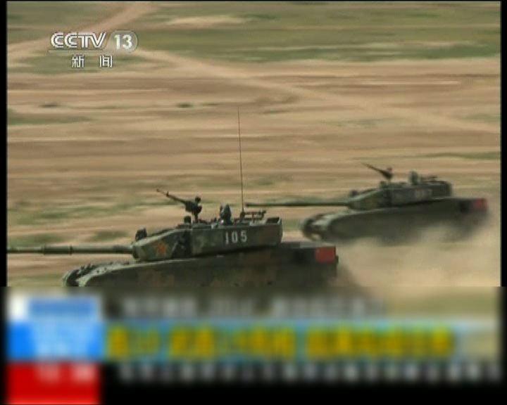 中國新型軍機和坦克首度亮相
