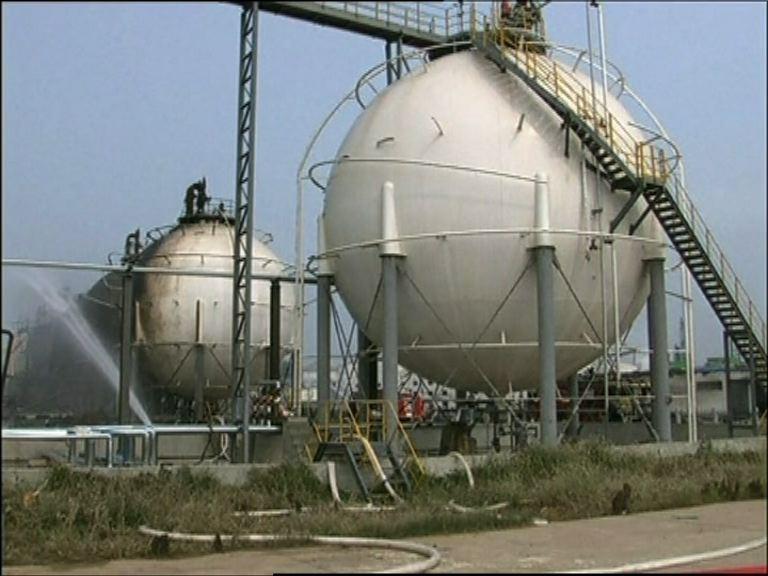 山東化工廠懷疑氣儲罐洩漏爆炸
