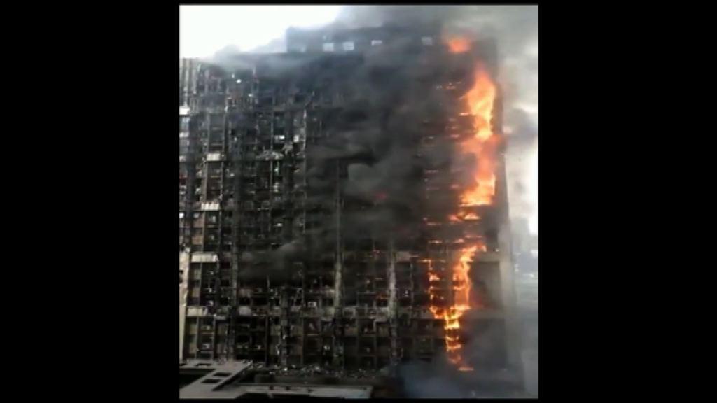 河南鄭州一棟寫字樓大火