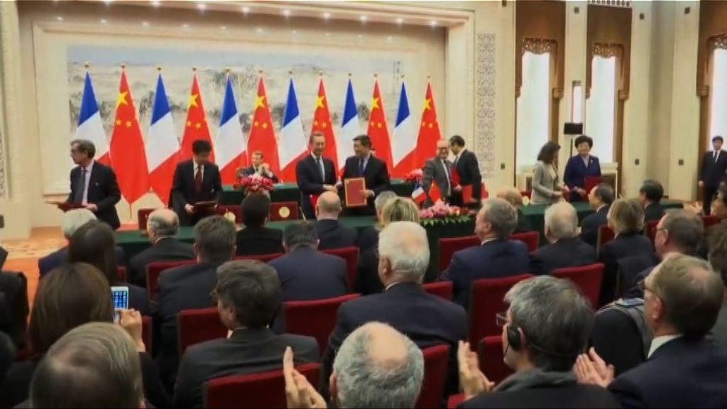 中法兩國簽署多份經貿協議