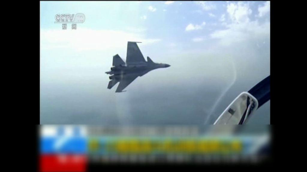 殲15戰鬥機進行升降演練