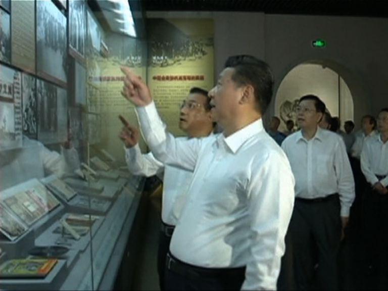 中國七常委參觀抗日戰爭紀念館