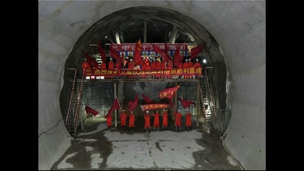 蘭渝鐵路最困難工程隧道貫通