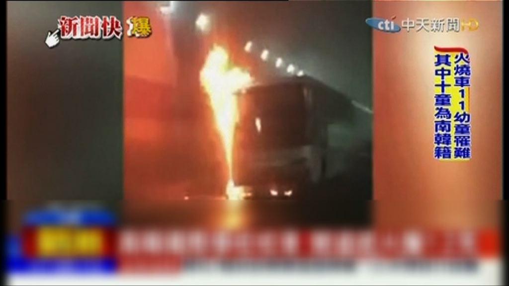 山東隧道校巴起火12人死