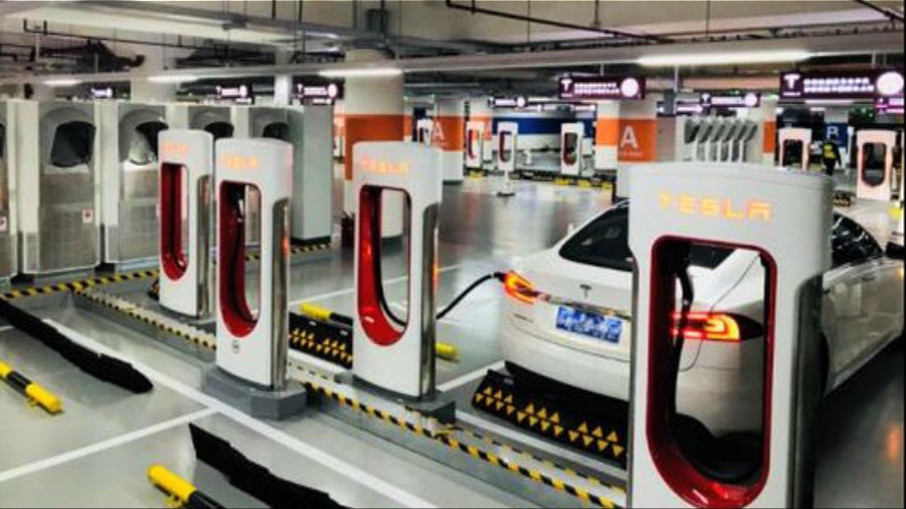 【政府指未簽協議?】WSJ:Tesla滬自貿區獨資設廠