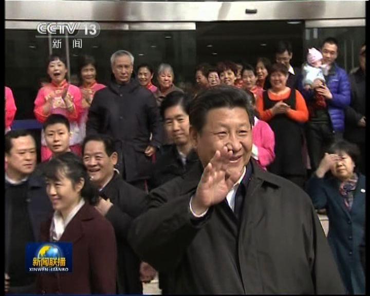 習近平出訪陝西省向民眾拜早年