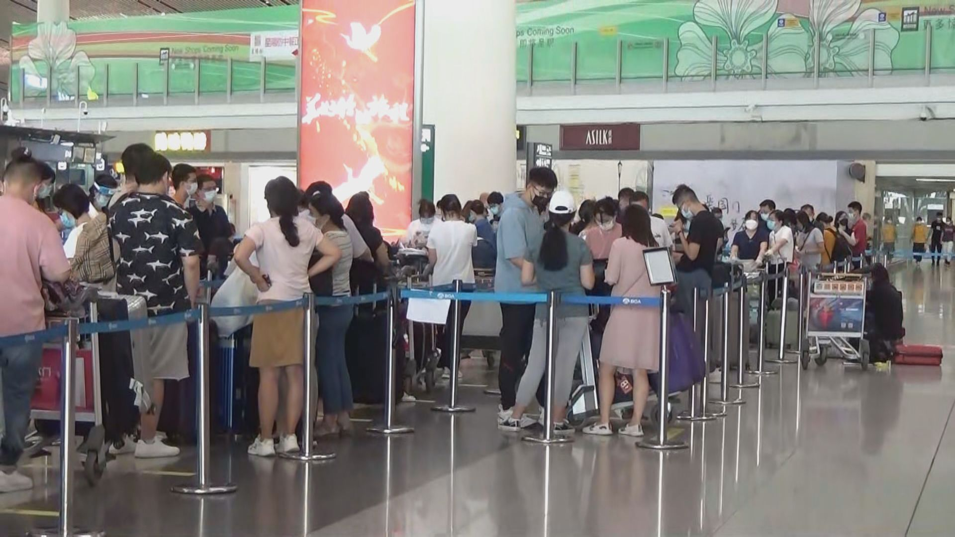 京滬機場現赴美留學人潮 留學生:機票很難買