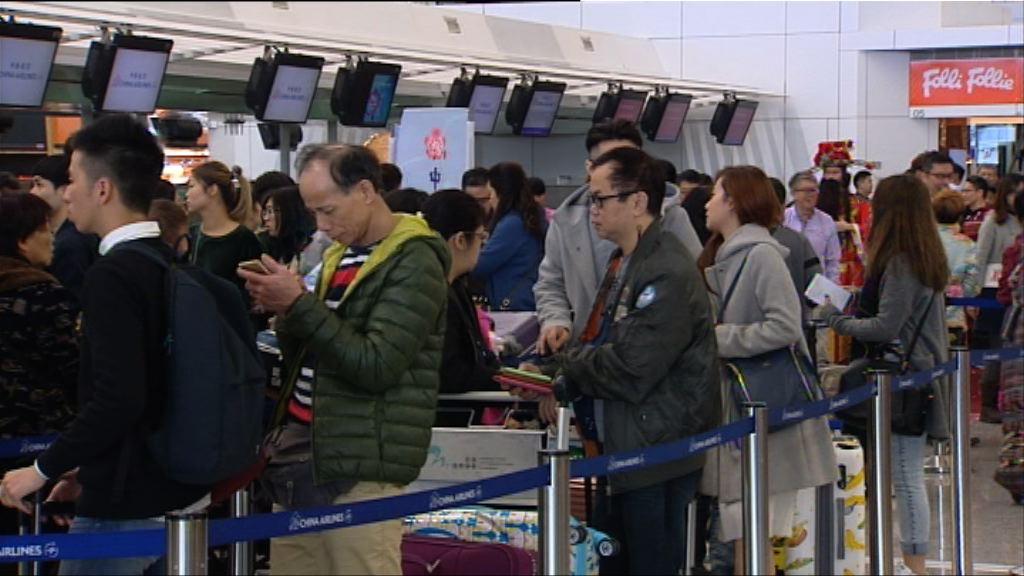 大批市民趁農曆年長假外遊