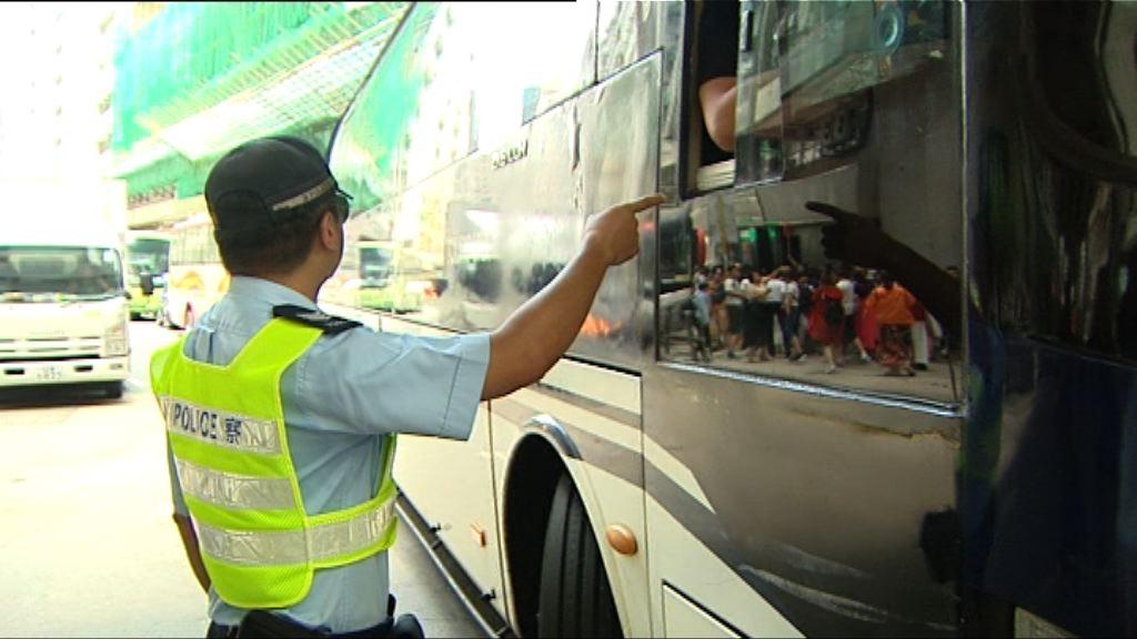警方打擊紅磡旅遊巴違泊見改善