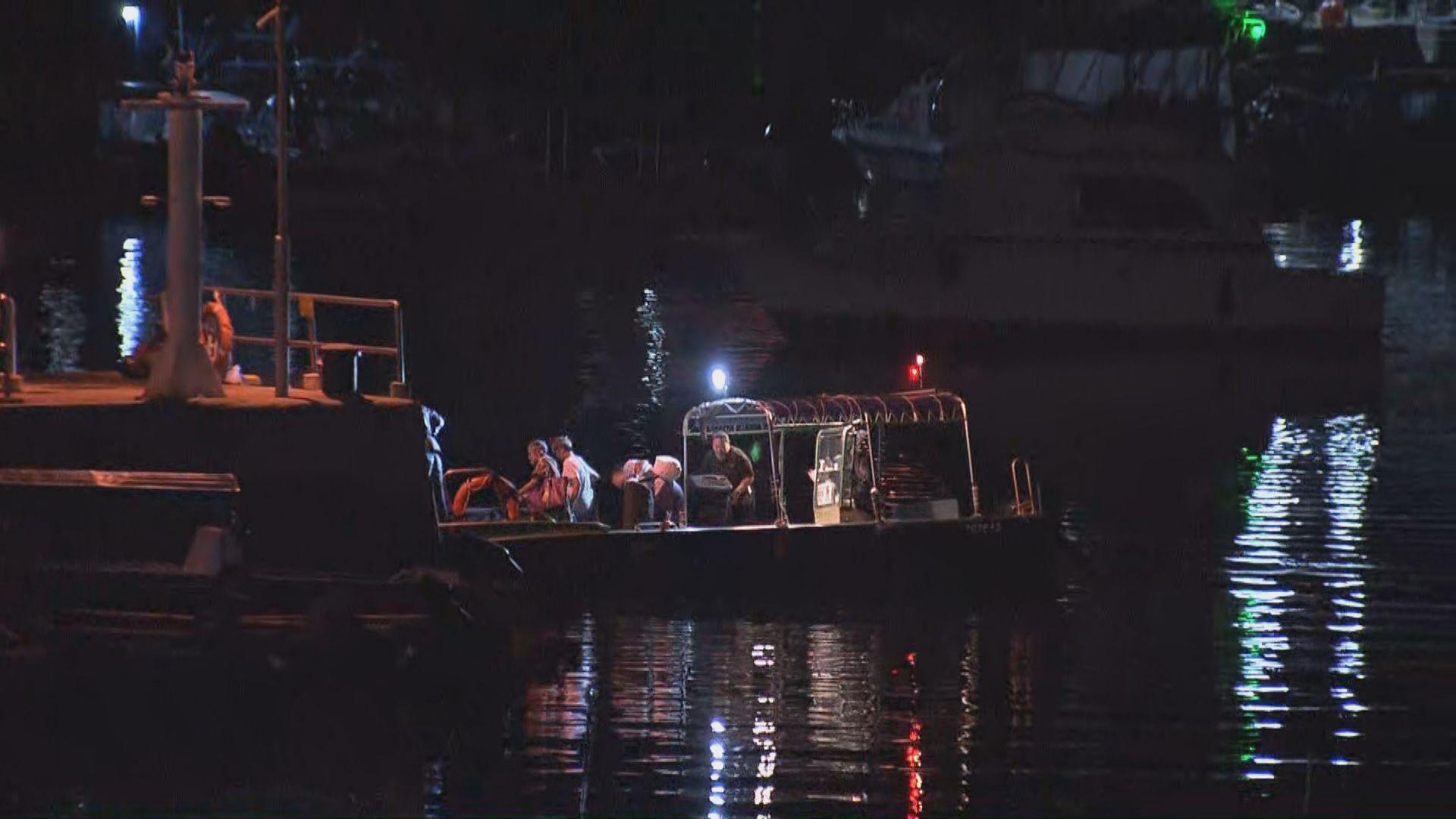 三門仔快艇翻側十二人墮海四傷一狗溺斃