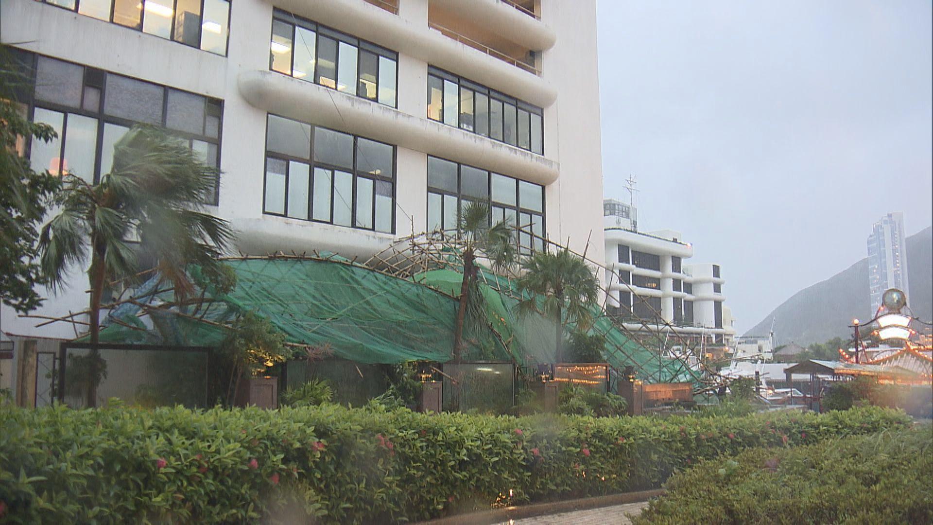 【韋帕襲港】深灣有大廈外牆棚架倒塌