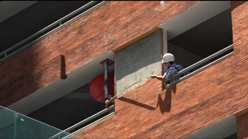 長沙灣有工人遭批盪擊斃 工會促檢查外牆