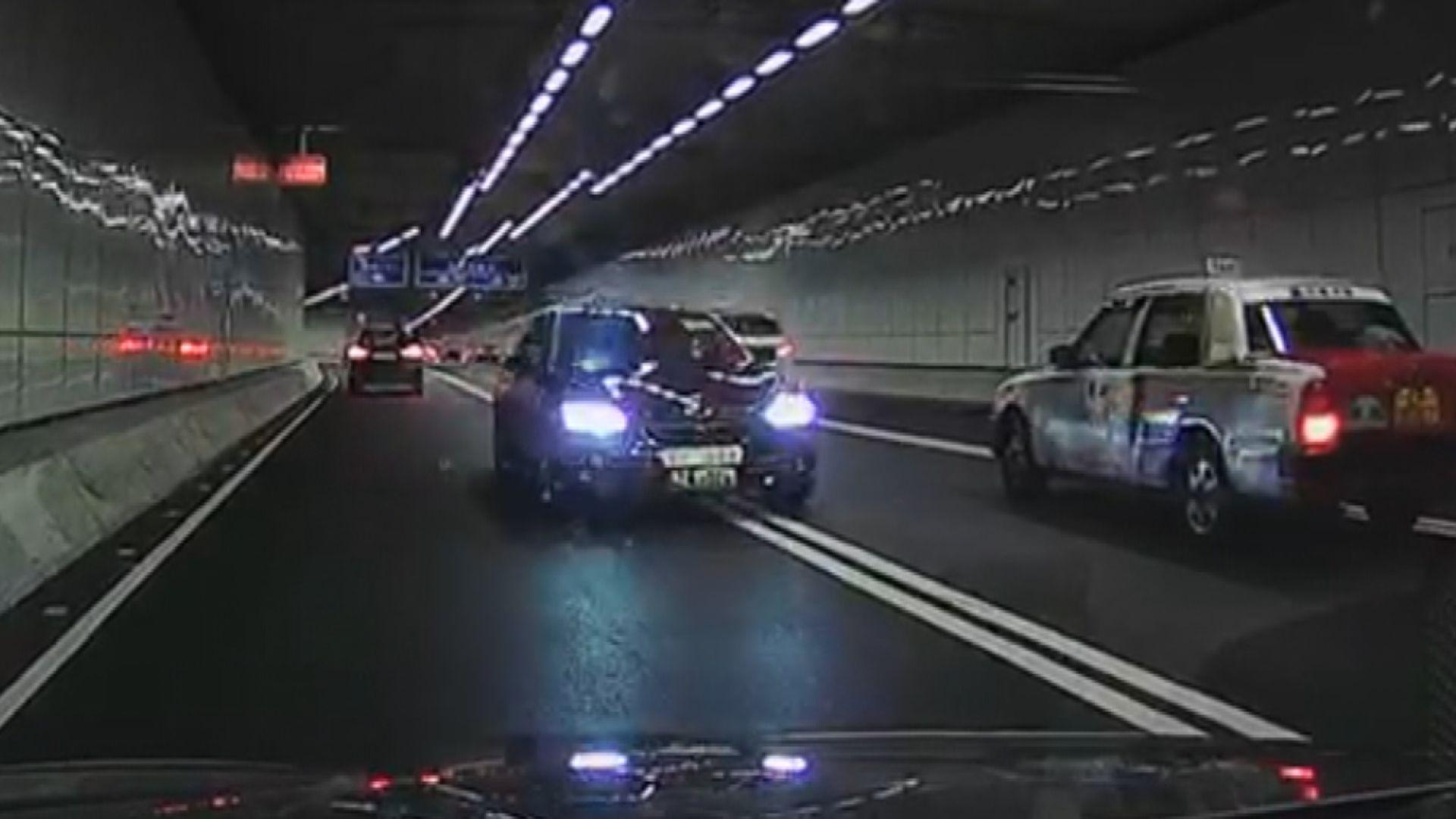 私家車繞道逆線行駛列危險駕駛