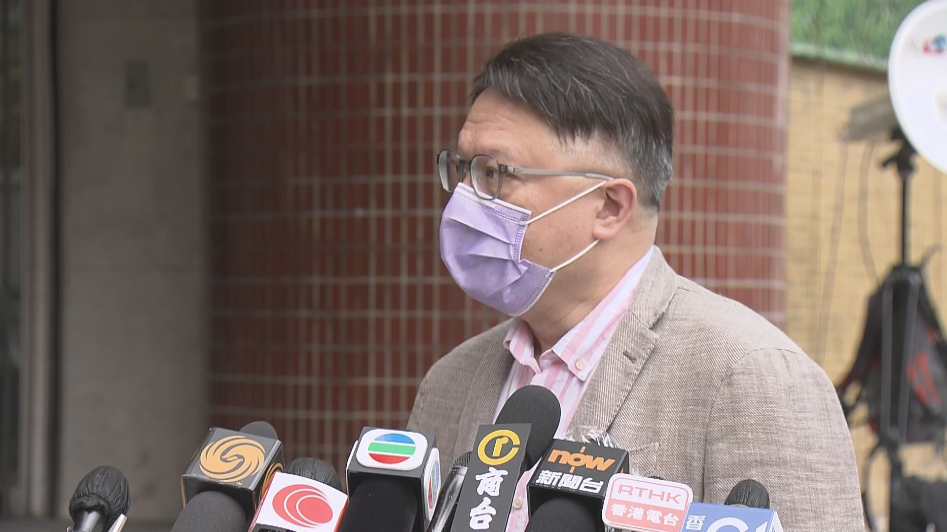 許樹昌:政府正研究放寬接種兩劑疫苗抵港人士檢疫安排