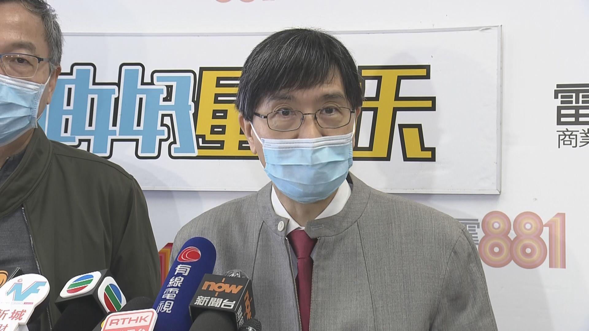 袁國勇料本港終會有七成人感染 需更多私家醫生做化驗
