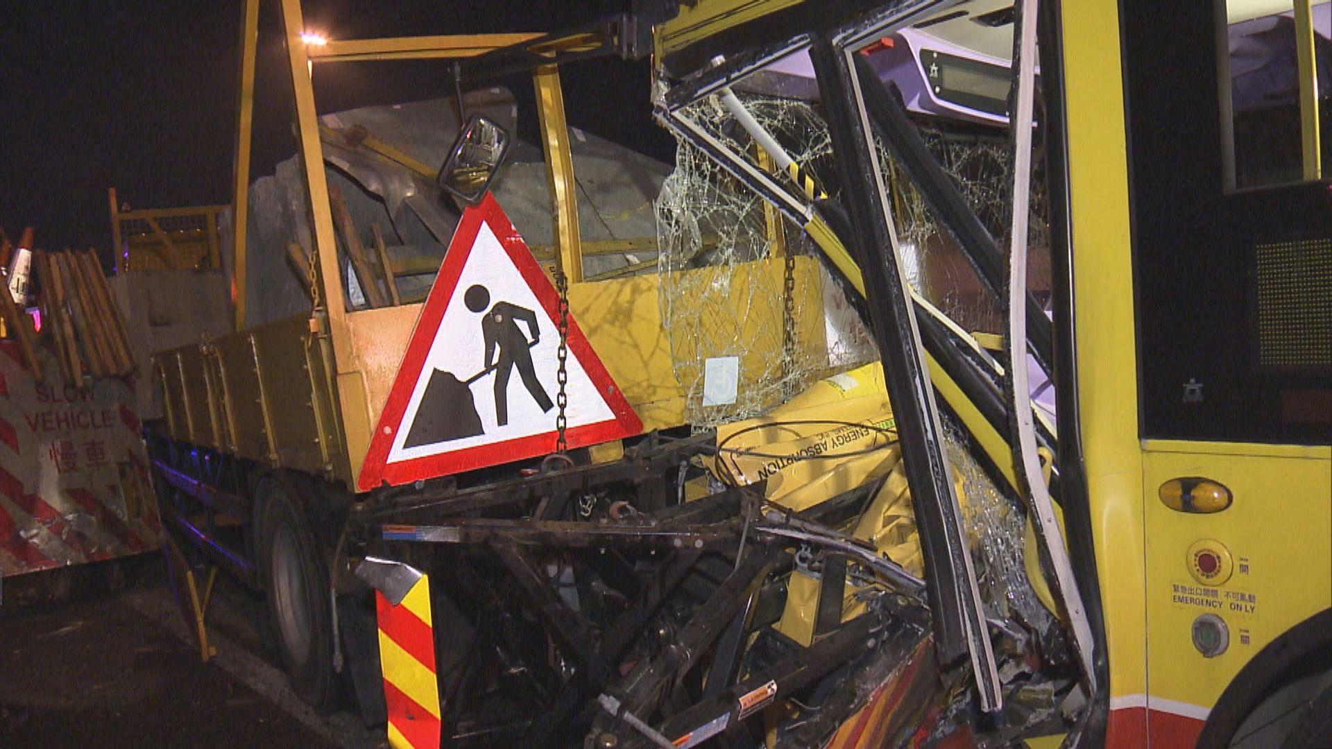 北大嶼山公路城巴撞工程車九人傷
