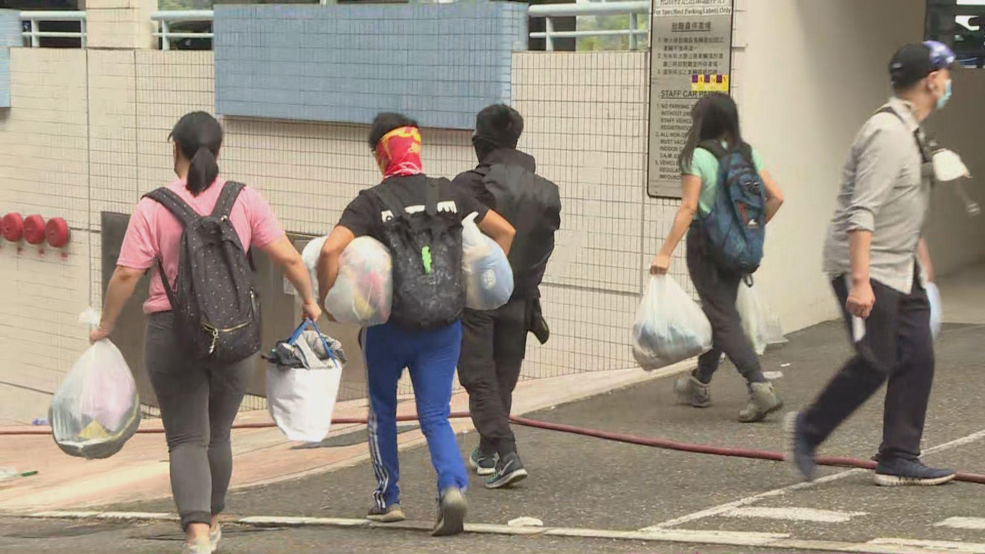 市民徒步至中大運送物資增援
